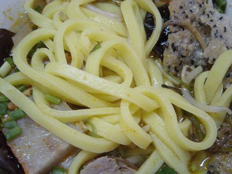 bt-mi-quang-noodle-closeup