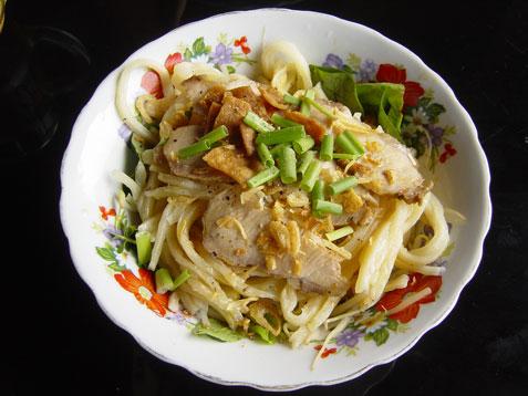 fukien-hoi-an-cao-lau-dish