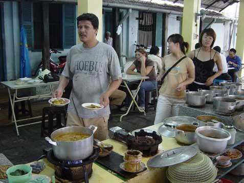 mosque-kitchen-queue