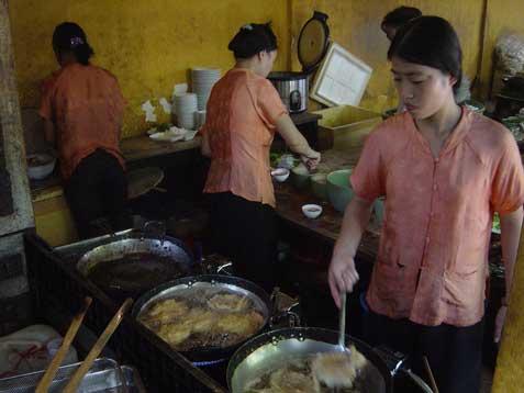 quan-an-ngon-banh-tom-cooki